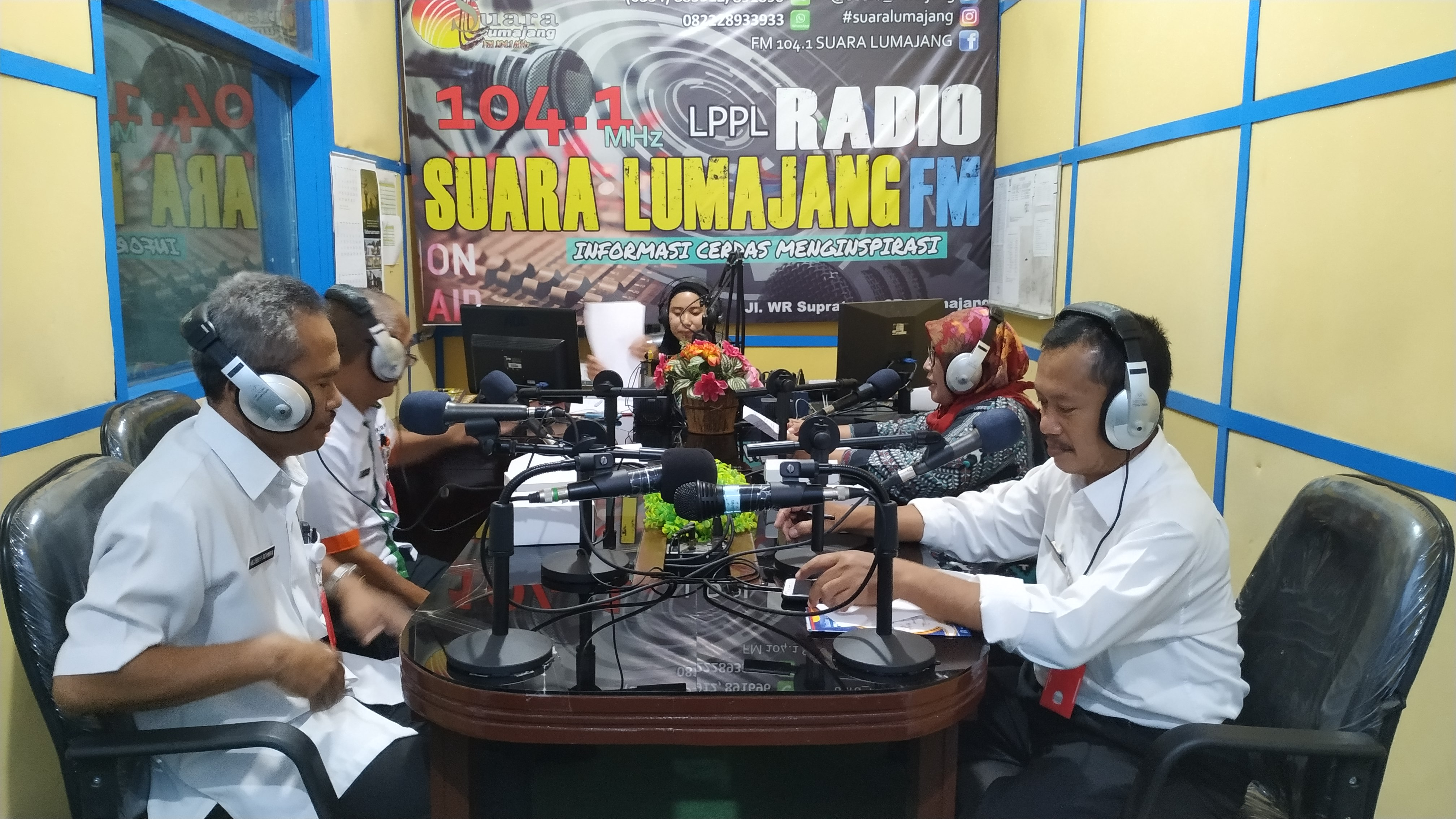 Dialog Interaktif Di Radio Suara Lumajang